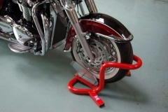 Giant cruiser motorcycle wheel chock